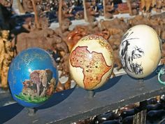 Ostrich egg painting--wish I could paint mine that good I Am An African, African Style, Xhosa, African Crafts, Standing Ovation, In And Out Movie, South African Recipes, Kwazulu Natal, Out Of Africa