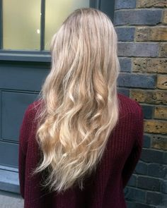 Festive Hairstyles. Soft Waves.