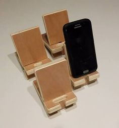 Hasil gambar untuk porta celular de madera Wooden Phone Holder, Cell Phone Holder, Wood Projects, Projects To Try, Tablet Stand, Christmas Projects, Apple Watch, Usb Flash Drive, Woodworking