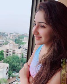 Sayesha Saigal Hot HD Photos & Wallpapers for mobile Indian Actress Photos, Bollywood Actress Hot Photos, Beautiful Bollywood Actress, Beautiful Actresses, Indian Actresses, Bollywood Fashion, Beautiful Girl Indian, Beautiful Girl Image, Thing 1