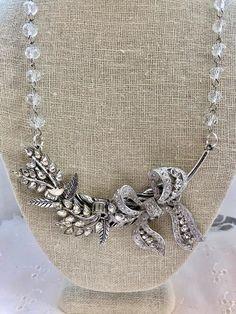 Vintage Jewelry Crafts, Old Jewelry, Jewelry Art, Beaded Jewelry, Jewelery, Jewelry Making, Vintage Jewellery, Antique Jewelry, Handmade Jewelry