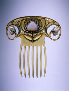 a-harlots-progress:  Fan shaped gold hair comb, each side curling in a spiral to end in a baroque pearl; stylized enameled flower in the center. Possibly German, circa 1900-1910 https://www.rijksmuseum.nl/nl/collectie/BK-1970-105