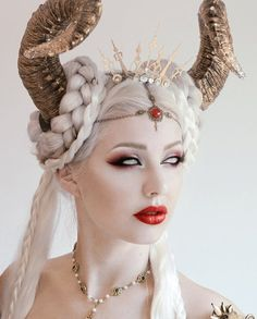 she might wear horns in her hair.Clock tiara by Fairytas on Etsy, Makeup Inspiration, Character Inspiration, Fantasy Make Up, Bild Tattoos, Fx Makeup, Queen Makeup, Dark Makeup, Evil Makeup, Hair Shows