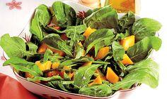 salada de rúcula com manga e molho de canela