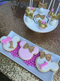gold minnie mouse birthday party | CatchMyParty.com
