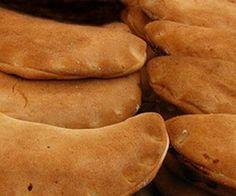 Empanadas de Calabaza  Ingredientes: 1 k de harina 1/2 k de manteca vegetal 1 cucharada de polvo para hornear 1/2 cucharada de sal 1/2 taza de leche 1 calabaza Canela entera 2 piloncillos.