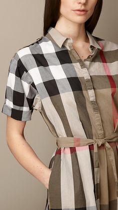 a4110248f5ec Robe chemise en check avec lien à nouer à la taille   Burberry Robe Chemise,