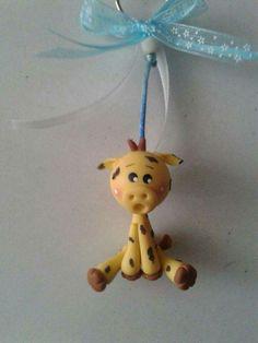 Llavero de jirafa en porcelana fría