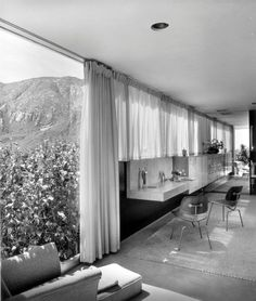 The Kaufmann House was designed by Austria-born architect, Richard Neutra in and is located in Palm Springs, California. The house. Richard Neutra, Richard Meier, Palm Springs, Mid-century Interior, Vintage Interiors, Modern Interiors, Desert Homes, Googie, Mid Century House
