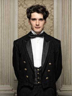 "Yon González is Julio in ""Gran Hotel"": ""I worked four years as a waiter, like this . - Yon González is Julio in ""Gran Hotel"": ""I worked four years as a waiter, so I am delighted with my - Series Movies, Movies And Tv Shows, Tv Series, Grande Hotel, Look Man, Film Serie, Belle Photo, Gorgeous Men, Favorite Tv Shows"