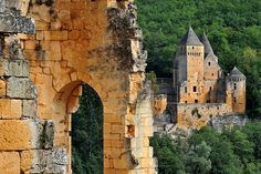 Le Château de Laussel vu du Château de Commarque - Dordogne,région Aquitaine, France