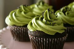 I'm so making this! I use my matcha powder for homemade facials. It's so versitle, can turn it into so many diff things! Next I'll make a green tea cake! Green Tea Cupcakes, Matcha Cupcakes, Matcha Cake, Buttercream Cupcakes, Tea Recipes, Cupcake Recipes, Sweet Recipes, Saint Patrick, Tea Cakes