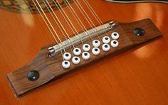 12-string acoustic bridge with adjustable saddle