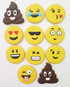 Emoji cookies Clay Charms, Emoji, Sugar, Cookies, Desserts, Food, Ideas, Crack Crackers, Tailgate Desserts