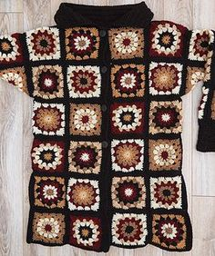 Coatigan in Grannies pattern by Heather Lodinsky - İnteresting Hair İdeas Granny Square Sweater, Granny Square Crochet Pattern, Crochet Squares, Easy Crochet Patterns, Granny Squares, Crochet Coat, Crochet Jacket, Crochet Cardigan, Crochet Clothes