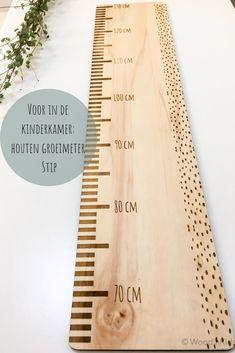 Omdat kindjes zo hard groeien! Je kunt de groei nu bijhouden op deze houten meetlat. En het staat ook nog super leuk in de kinderkamer #kinderkamerideeen #groeimeter #kinderkamer #inspiratie