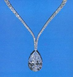 the taylor-burton diamond made famous when richard burton bought it for elizabeth taylor, cut to ct by harry winston in a pear shape. Bling Bling, The Bling Ring, Bijoux D'elizabeth Taylor, Pear Shaped Diamond, Diamond Cuts, Rough Diamond, Elizabeth Taylor Jewelry, Tiffany, Expensive Jewelry