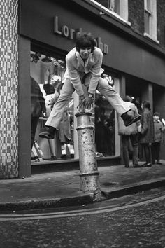 This vintage London photo captured the joy and spirit of its era. Cat Stevens outside the Lord John Boutique, Carnaby Street, Cat Stevens, Swinging London, Old Photos, Vintage Photos, The Ventures, Lord John, Carnaby Street, Old London, London Live