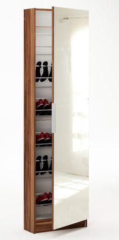 Zapatero Skoskab - Smart skoskab i mørkt træ-look med spejlbeklædt dør og greb i metal, så du nemt kan tjekke efter om de valgte sko passer til tøjet. Skoskabet rummer 6 skohylder i metal, hvor der cirka er plads til 12 par sko. Anvend dette flotte og smarte skoskab i entreén og få samlet alle dine sko ét sted.