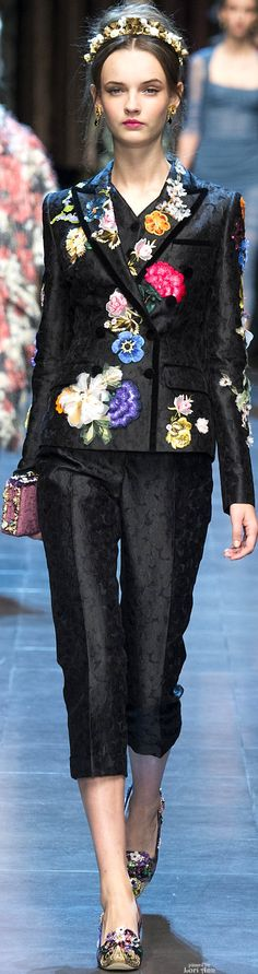 Dolce & Gabbana Spring 2016 Ready-to-Wear Fashion Show Floral Fashion, Look Fashion, High Fashion, Fashion Show, Fashion Design, Couture Fashion, Runway Fashion, Womens Fashion, Fashion Trends