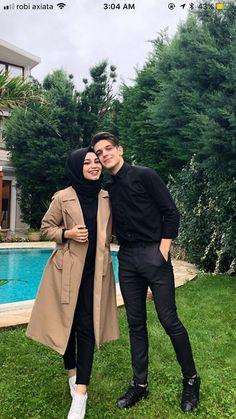 51 New Ideas For Wedding Photography Poses Romantic Hands Modern Hijab Fashion, Street Hijab Fashion, Muslim Fashion, Hijab Style Dress, Casual Hijab Outfit, Cute Muslim Couples, Cute Couples, Muslim Girls, Stylish Hijab