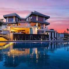 39 Super ideas for house goals mansions luxury pools Architecture Antique, Architecture Design, Mega Mansions, Mansions Homes, Luxury Mansions, Dream Mansion, Dream Houses, Luxury Pools, Luxury Estate