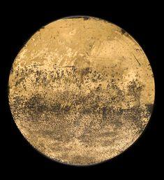 Un effet lunaire. Un paysage.  Quartz Or jaune foncé 22,5 Encre de Chine 30 cm de diamètre