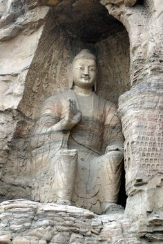 china/2006/datong_yungang_buddha_sitting_vert