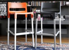 The stackable Divo barstool has an anodised aluminium frame making it suitable for use indoors or out. The seat is made from polypropylene and is available in a variety of contemporary colours including linen white, orange, red, light green, blue and