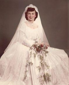 My beautiful mother 1950 Vintage Wedding Photos, Wedding Dresses Photos, Vintage Weddings, Vintage Bridal, Wedding Pictures, Wedding Groom, Wedding Attire, Bridal Gowns, Wedding Gowns