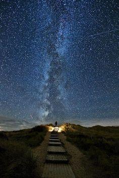 """""""My God, it's full of stars"""" Was für ein magischer Sternenhimmel, der träume lässt! Aufgenommen an der Westküste von der Insel Sylt von Thomas Zimmer."""