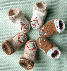 BABY MOCCASINS  Knitting Needle Size: 2 or 2.75 mm, 4 or 3.5 mm, Double-Pointed Knitting Needles (DPNs)    Yarn Weight: (2) Fine (23-26 stitches to 4 inches)