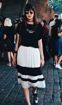 Street style look, look preto e branco, look minimalista, look com saia midi,  dicas de moda, como usar, trend outfit, black and white outfit, minimalist outfit, fashion tips, how to wear