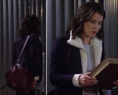 Robin's navy blazer with white knit layer and burgundy messenger bag on How I Met Your Mother Robin Scherbatsky, How I Met Your Mother, I Meet You, Veronica Beard, Style Inspiration, Style Ideas, Messenger Bag, Cool Outfits, Burgundy