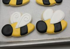 "Tutorial for bees from SweetSugarBelle. Wouldn't these be cute for ""Thanks for bee-ing a great teacher"" cookies! Bee Cookies, Fancy Cookies, Cut Out Cookies, Easter Cookies, Sugar Cookies Recipe, Royal Icing Cookies, Cupcake Cookies, Royal Frosting, Cupcakes"