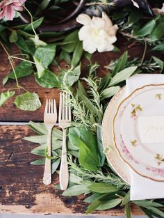 Table setting with vintage silverware | Orange Photographie | see more on: http://burnettsboards.com/2014/08/symphony-wedding-editorial/