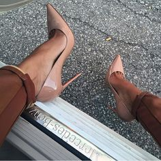 I have these shoes & they aren't anything to play with lol! Definitely a sit-down shoe.