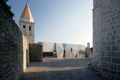 idis-turato-sports-hall-and-square-in-krk-designboom03