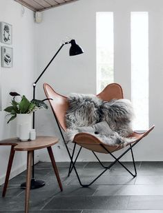 Here we showcase a a collection of perfectly minimal interior design examples for you to use as inspiration.Check out the previous post in the series: 30 Examples Of Minimal Interior Design Scandinavian Interior Design, Scandinavian Home, Nordic Design, Stylish Interior, Scandinavian Furniture, Nordic Home, Simple Interior, Interior Modern, Minimalist Interior