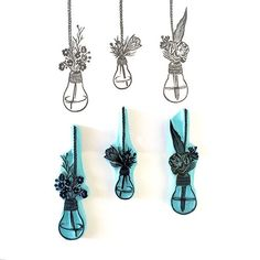 Light Bulb Floral Vases to stamp anywhere you want a cute and trendy touch. - Hand carved rubber stamps - Made to order: please allow 3-5 days to make and then ship. - Size of stamps: LightBulb 1: 3 (8cm Height) LightBulb 2: 2.5 (6.5cm Height) LightBulb 3: 2.75 (7cm Height) - Bigger