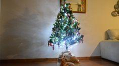 Bricolaje Navideño. Realza el arbol de Navidad. Aumenta el tamaño de tu árbol de Navidad a la vez de darle mayor vistosidad y empaque. http://bricoblog.eu/realza-el-arbol-de-navidad/ #Bricolaje #Navidad #Decoracion
