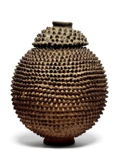 Terracotta - 31 cm Burkina Fasso Spherical-shaped and covered with protuberances.