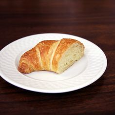 Pin for Later: What 100 Calories Really Looks Like: Bread Edition Croissant One medium croissant: 231 calories  1/2 of a croissant: 115 calories