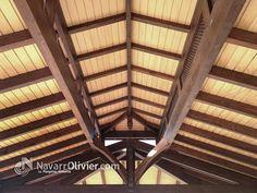Vista interior de cubierta a 4 aguas con lucenario. by navarrolivier.com