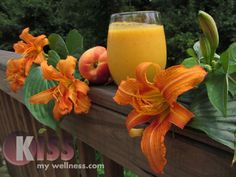 The Mango, Pineapple, Carrot & Coconut Smoothie is an amazing healthy tropical treat! Yum Yum