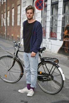 #Copenhagen #Streetstyle #Mensstyle #MONOBI #bicycle Danish Street Style, Danish Style, Danish Fashion, Scandinavian Fashion, Cycle Chic, Men Street, T Shirt And Jeans, Men Looks, Workout