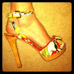"""❤Stuart Weitzman Tropical Floral Heels Stilettos❤ Brilliant goldtone buckles pop on a beautiful ankle-wrap sandal floral jacquard Glazed cork heel and platform provide sky-high elevation Adjustable ankle strap with buckle closure and inset elastic Heel height: 5"""" Platform 3/4""""Fabric upper/leather lining and sole By Stuart Weitzman made in Spain…"""