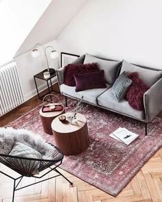 Ideas To Choosing a Perfect Color For Your Living Room - Wohnaccessoires Red Living Room Decor, Burgundy Living Room, Pink Bedroom Decor, Living Room Colors, My Living Room, Interior Design Living Room, Living Room Designs, Boutique Deco, Room Inspiration
