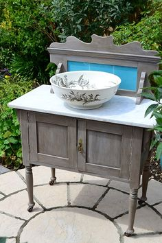 Old Victorian wash stand with white marble, painted, distressed and varnished using Annie Sloane chalk paint - French Linen with dark wax to age. Lounge Furniture, Custom Furniture, Cool Furniture, Painted Furniture, Furniture Refinishing, Furniture Ideas, Antique Wash Stand, Wall Cupboards, Master Bath Remodel