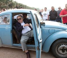 Uruguay's President José Mujica in his Volkswagen beetle. Volkswagen, Blue Beetle, Vw Beetles, Going To Work, Fashion Pictures, Role Models, Kicks, How To Memorize Things, Entertainment